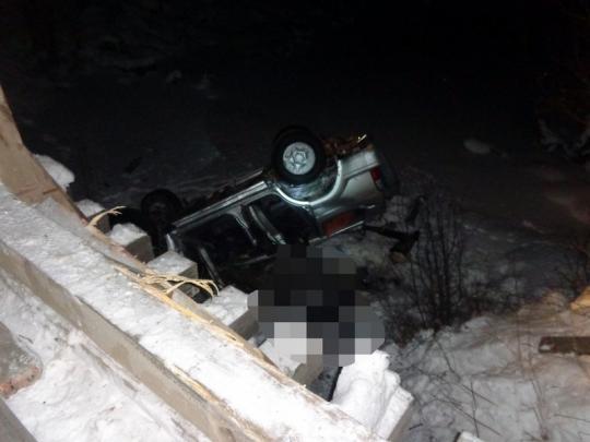 ВТайшетском районе Тойота Land Cruiser Prado упала вреку, есть жертвы