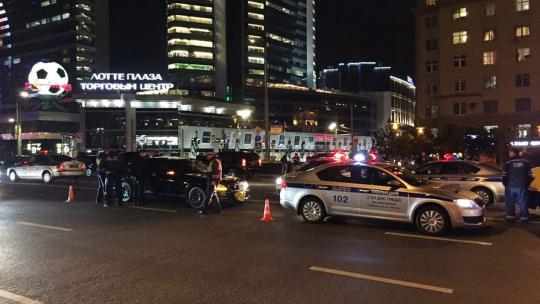 Иностранная машина  насмерть сбила сотрудника ГИБДД наНовом Арбате