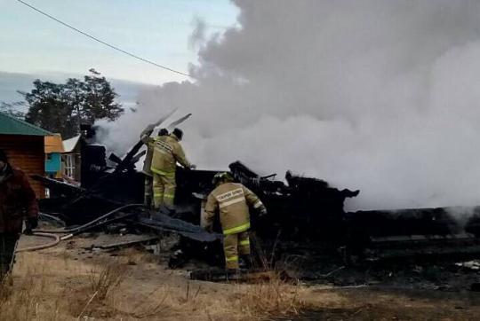 Два китайских туриста пропали вовремя пожара натурбазе наозере Байкал