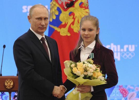 Юлия Липницкая - 6 - Страница 19 Reuters_05142343_b