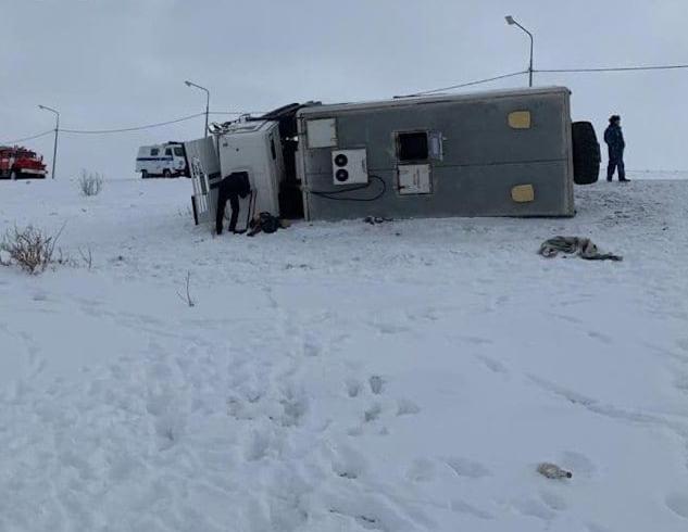 Автозак с заключенными перевернулся при въезде в Норильск